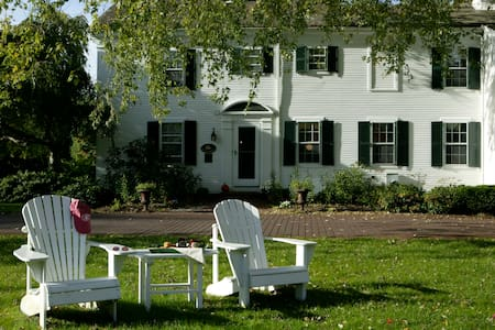 Four Diamond Luxury Bed & Breakfast - Chatham