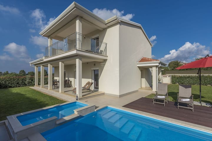 Villa with private pool and garden, near Porec and water park