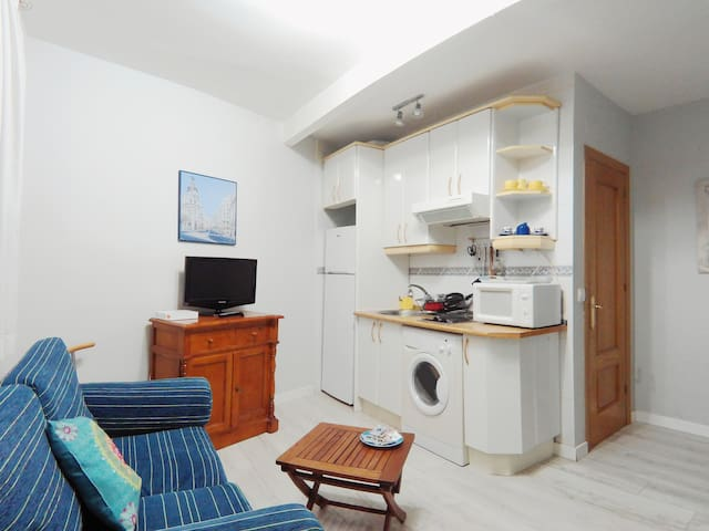 Cozy, Refurbished Studio With Single Bed & Double Sofa Bed