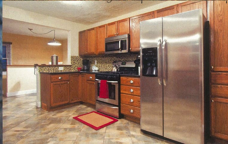 Gourmet Kitchen, Gas Range and Stainless Appliances