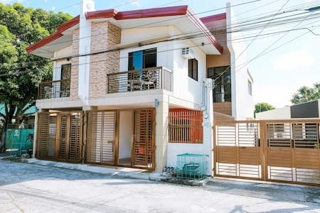 Carmen's Place A: 4- rm duplex, gated, safe, near