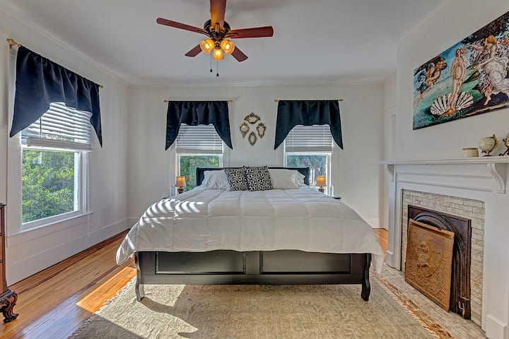 Riverview Suite for 4 in Bright Victorian
