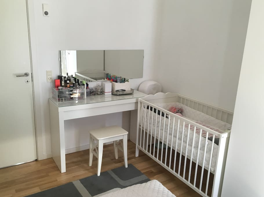 Bedroom - baby bed & make-up table