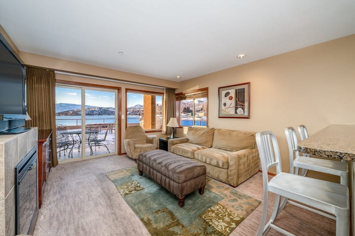 Grandview Lake View 518! Luxury 2bed/1bath Waterfront condo, sleeps up to 6!