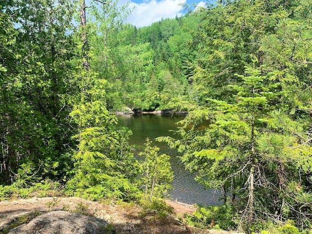 Camping rustique #4 surplombant la rivière