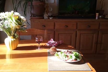 Chambre indépendante de 12 m² en Ille et Vilaine - Fougères - Huoneisto