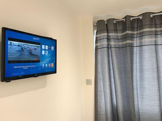 Comfy Modern Service Apartment Studio Heathrow - Ashford - Flat