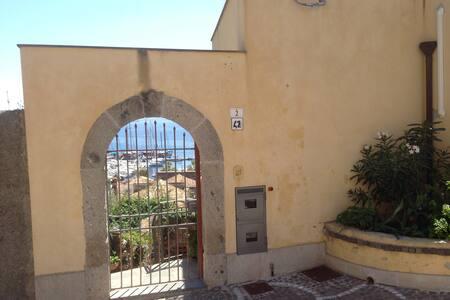Ampio bilocale vista mare centro storico Milazzo - Milazzo - Pis