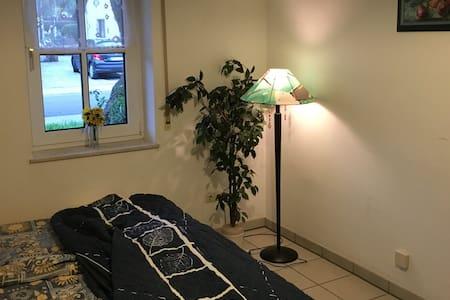 freundliches Zimmer + eigene DU/WC ganz nahe an A3 - Burghaslach - Haus
