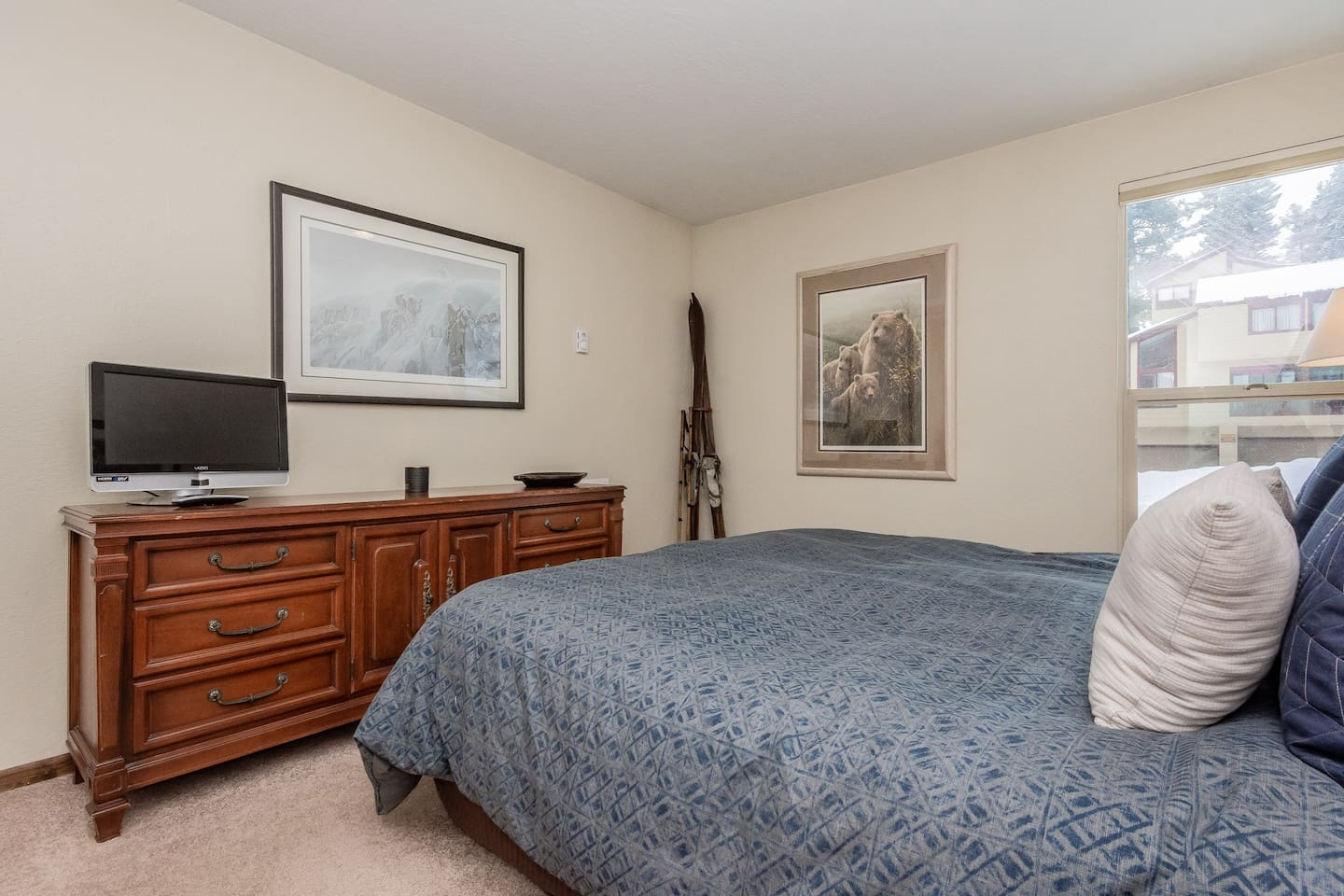 Cozy Condo w NEW King Bed, Walk to Canyon Lodge