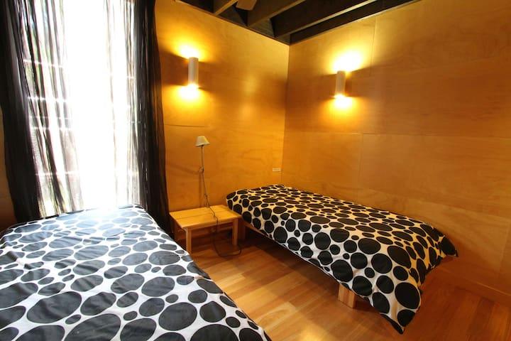 Middle floor - bedroom 2