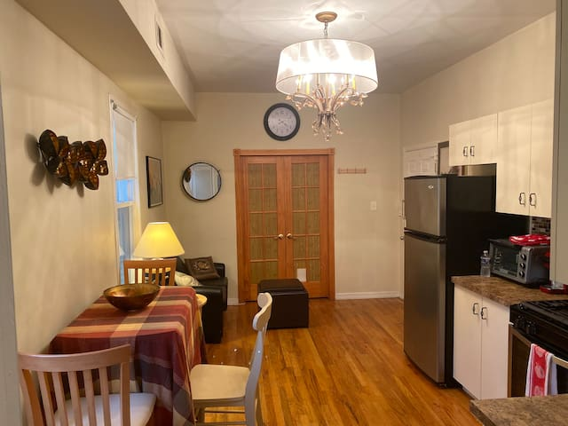 Urban,cosy 2bds condo 30 min to NYC/JSQ sleeps 5