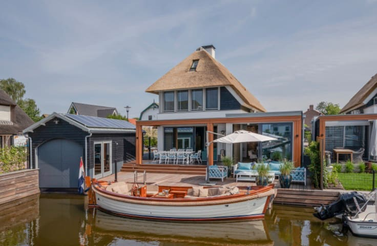 Beautiful Lake House Loosdrecht  near to Amsterdam