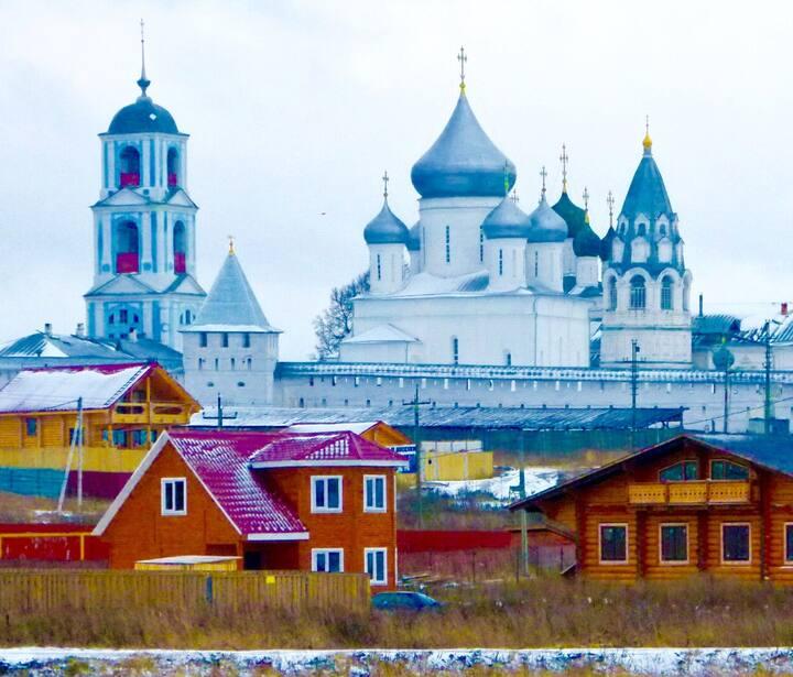 Дом у стен Никитского монастыря