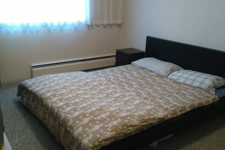 Private room near Metrotown station, mall and park