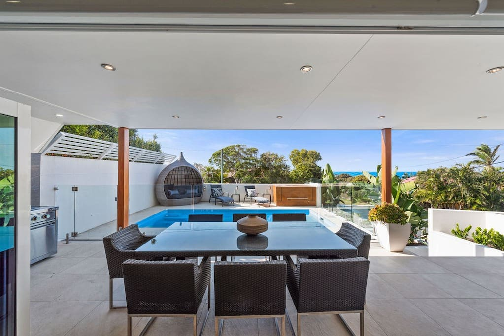 Great pool area and outside entertaining. Bi-fold doors