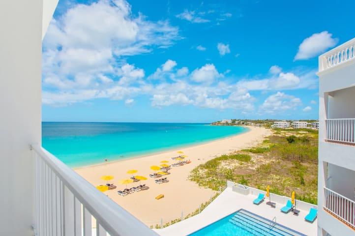 Turtles Nest Beach Resort  - Beachview studio condo