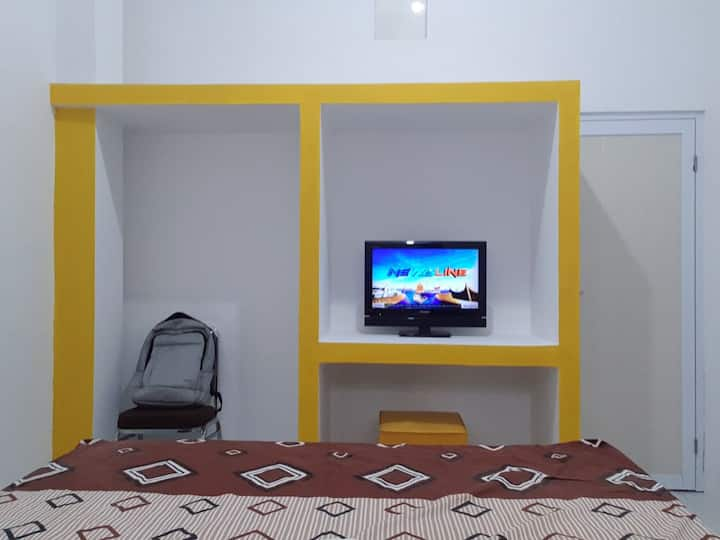 ALIF HOUSE Queen BR with Private Living Room