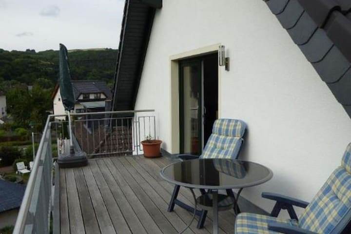 Comfortable Holiday Home in Insul with Balcony