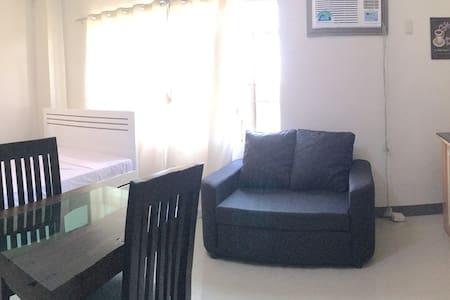Beinte Singko de Marso 302 apartment