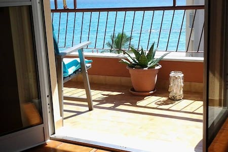 Ampio appartamento fronte mare - Pietra Ligure