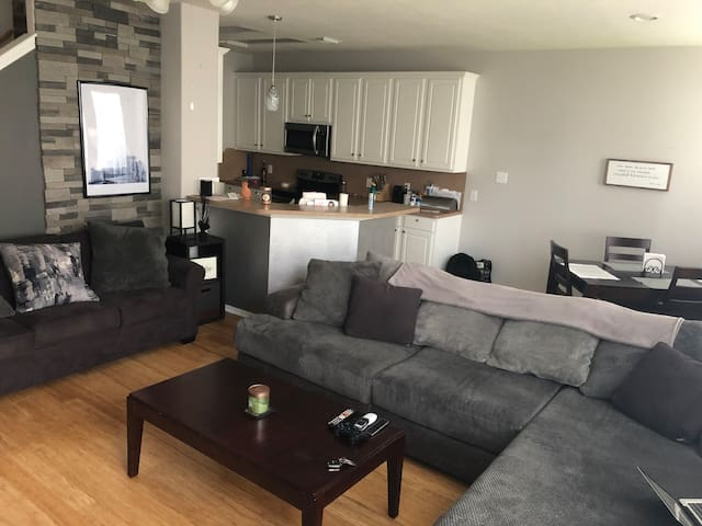 Ideally located, quiet home by Hobby airport & I45