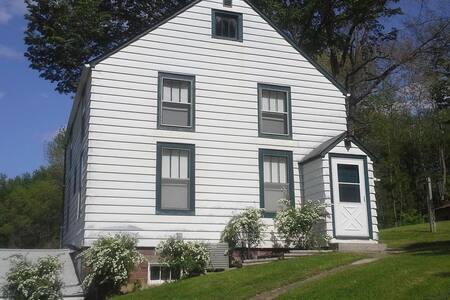 4 BR, 12-guest wonderful Farm Home