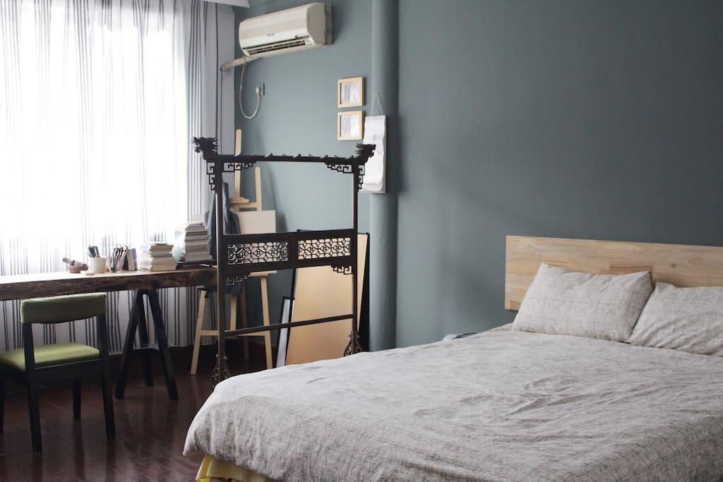 卧室为温暖的小日式风