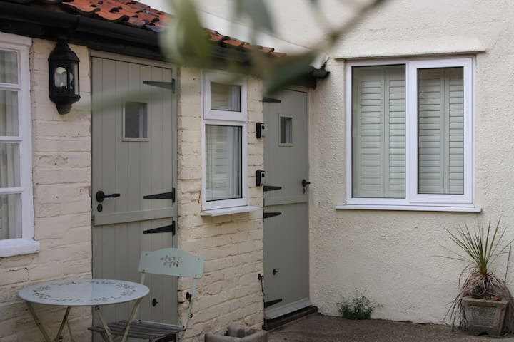 Pebble Cottage Aldeburgh beach Pets & wifi free. - Aldeburgh - Haus