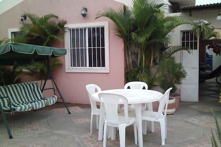 Villa amoblada en ruta de la Spondylus-Santa Elena