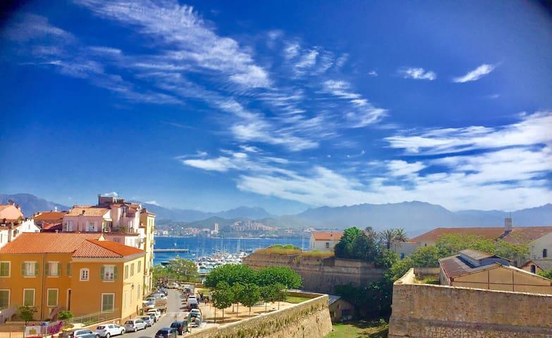 Magnifique T3 Coeur historique, vue Mer/Citadelle