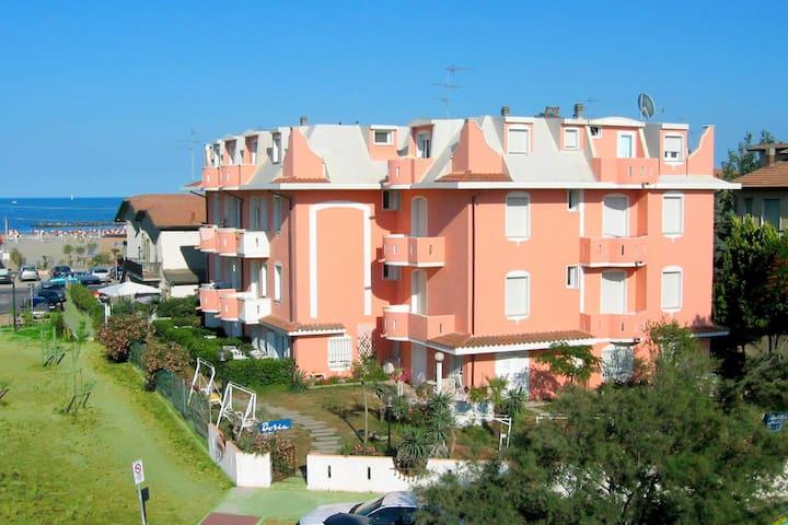 Inviting Apartment in Lido Degli Estensi with Garden