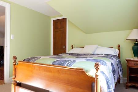 Room convenient to NYC, Westchester - Village of Pelham