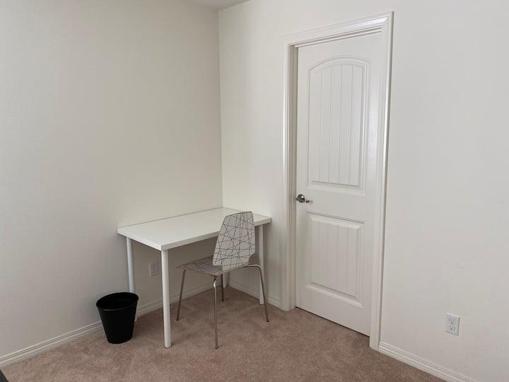 温馨、安静、拥有独立衣帽间的舒适房间