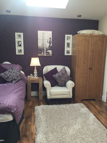 Immaculate room with  En-suite - for Females only