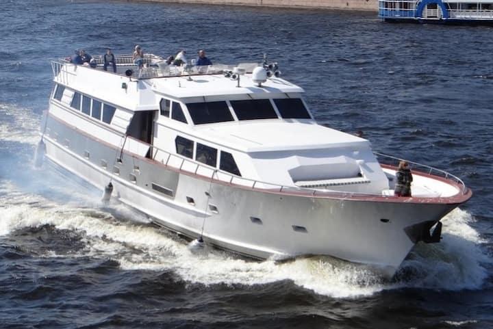 Мероприятия и проживание на яхте Broward