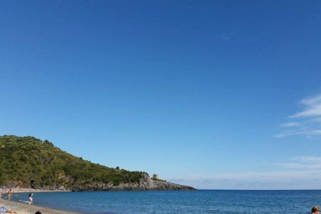 spiaggia di Lentiscelle a 3 km