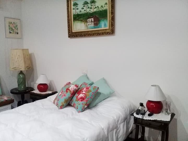 Confortável suite ao lado da Praça Buenos Aires