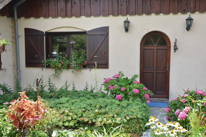 Chambre privée dans maison à la campagne