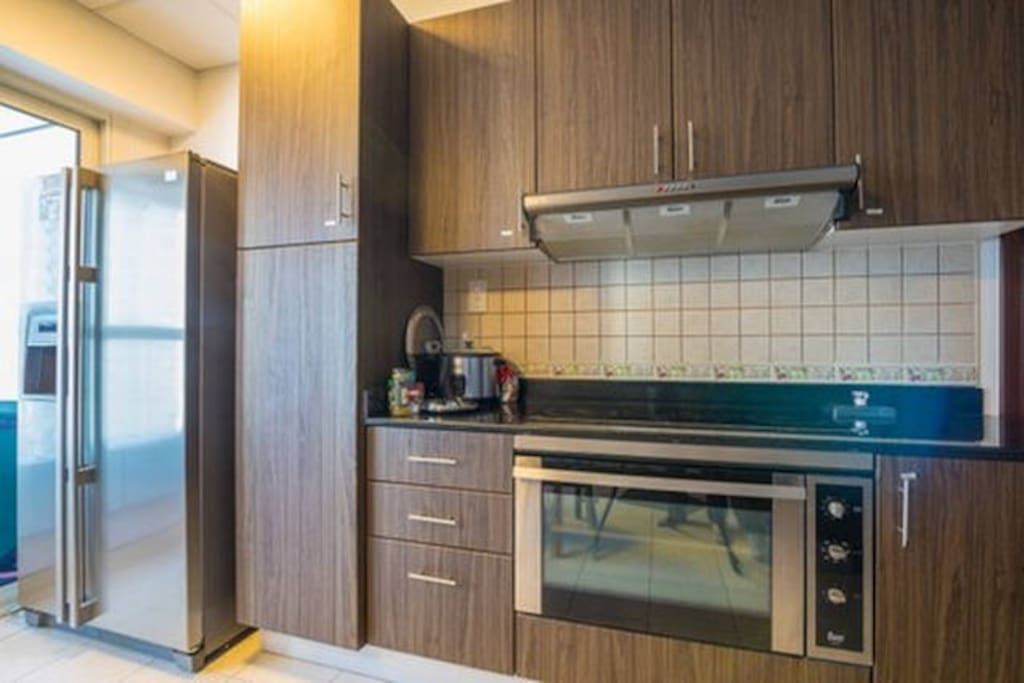Spacious and fully equipped shared kitchen