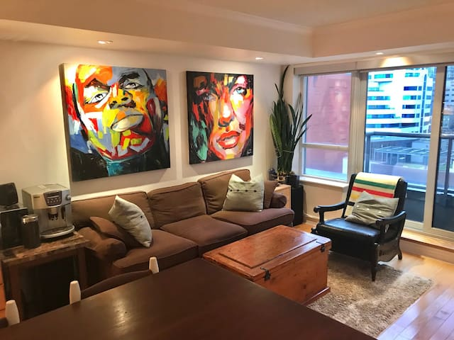 Stunning Suite in the Heart of Down Town Toronto