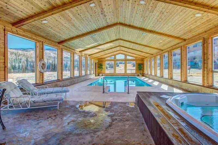Cozy Ski -snowboard-pool Jacuzzi Club house-Garage