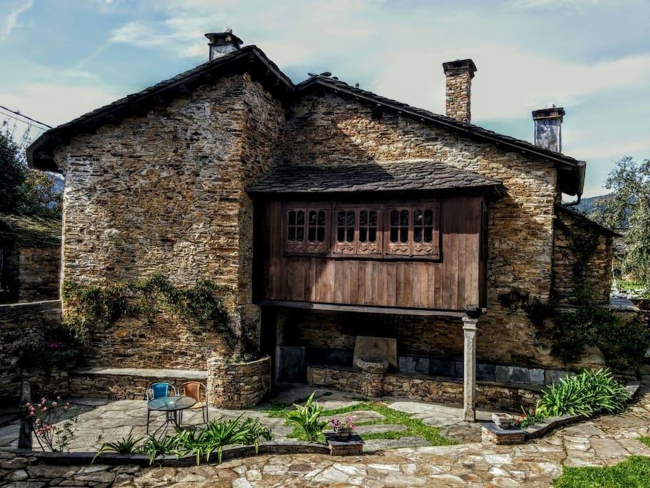 Casa Galicia fachada galeria