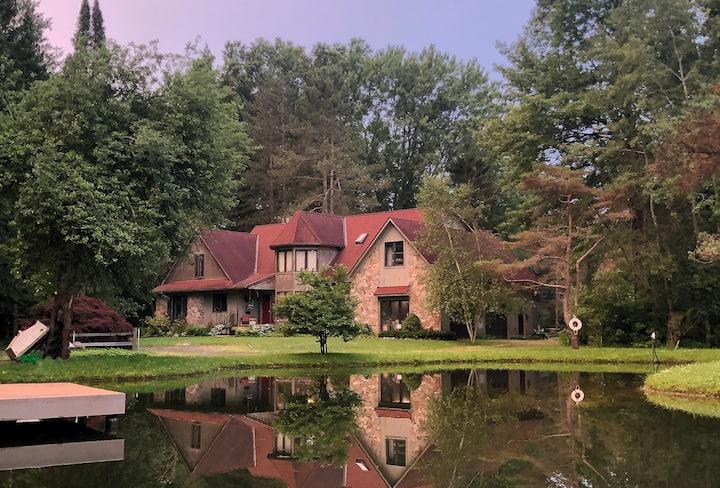 A Peaceful Getaway near Niagara Falls: King Suite