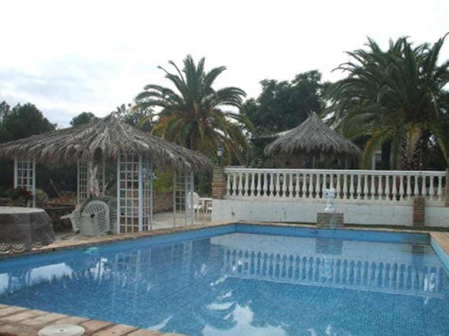 Bungalow swimming pool near sevilla bungalows for rent in carmona andaluc a spain for Bungalow on rent in khandala with swimming pool