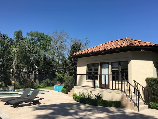Sunny Cottage with pool & spa - Bellaire - Outro