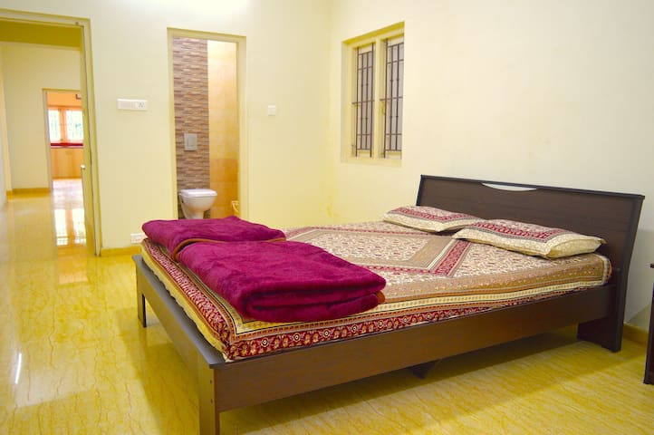 Nilgiri Comfort Stay room