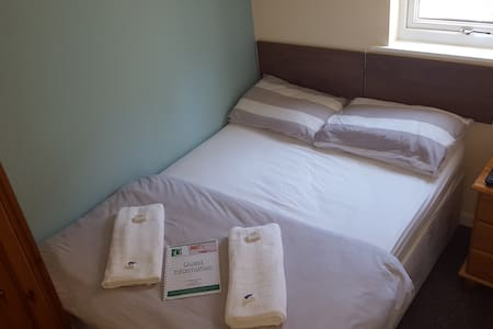 No 10 Guest House - Double Room - Irvine