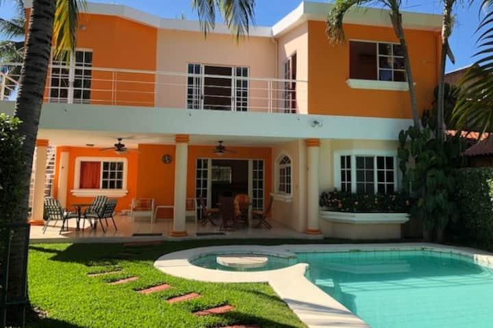 Linda Casa en Club San Blas