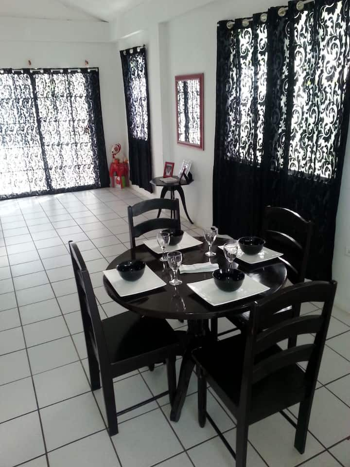 Townhouse in Gated Community 15 min from Airport